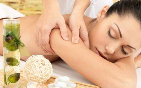 Masáž zad a šíje svíčkou! Exkluzivní relaxační masáž teplým voskem pro jemnou pleť!
