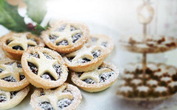 Máte spoustu práce a nestíháte péct vánoční cukroví? Nechce se Vám dělat doma nepořádek a chcete mít něco o vánocích k zakousnutí? Jsme tu pro Vás. Upečeme Vám cukroví za vás! Kilo cukroví za 299 Kč!