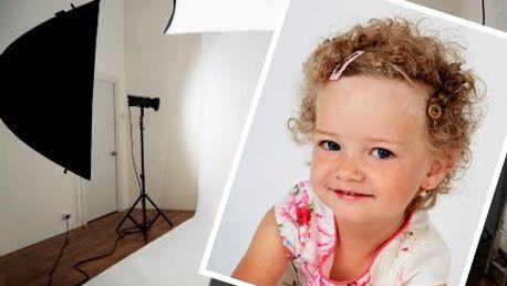 60minutové focení v ateliéru! Rodiny, děti, portréty či akty. Zapůjčení kostýmů. 31 fotografií!