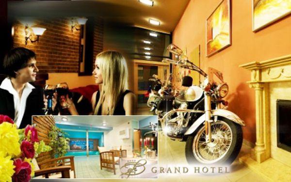 Luxusní TŘI DNY pro DVA v Grand hotelu**** v centru historické Třebíče za pouhých 2699 Kč! POLOPENZE, neomezený vstup do bazénu se SLANOU VODOU a lahev vína na pokoji! Úžasná sleva 52%!