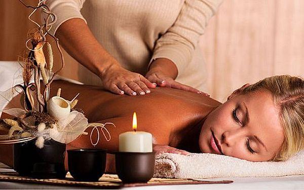Uvolňující masáž zad a šíje. Pokud máte nadváhu nebo sedavé zaměstnání, je pro Vás tato masáž to pravé!
