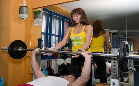 Cvičení v pražském fitness centru s osobním trenérem