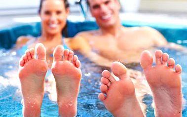 Privátní vířivka a sauna! Užijte si wellness až ve ČTYŘECH. Sklenka sektu k tomu!