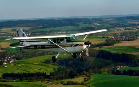 Vyhlídkový let nad Konopištěm, Benešovem, ... nebo raději akrobacie? Adrenalinový dárek! Letiště Bystřice u Benešova - Praha 40 km