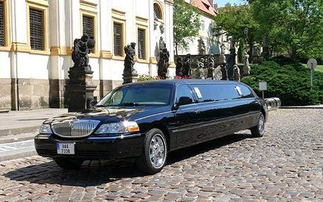 200 Kč na osobu - pronájem luxusní limuzíny LINCOLN, hodinová projížďka Prahou. Chcete potěšit opravdu originálním dárkem? Chystáte svatbu, party nebo jinou akci a chcete okouzlit svým entrée? Nebo vezměte celou partu a projeďte se - Praha je Vaše !