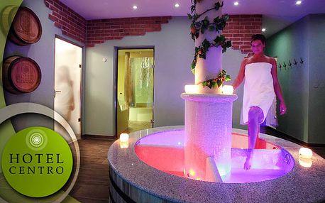Špeciálny pobyt vo Wine Wellness Hotel Centro **** pre dve osoby so štvorchodovou večerou pri sviečkach, s relaxom v jedinečnom Wine Wellness Centre so saunami, vírivkou, kúpeľmi a s masážou podľa vlastného výberu, len za 159€.