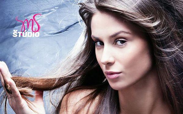 Profesionálny účes a starostlivosť o vlasy alebo strihanie a oživenie vzhľadu vlasov profesionálnym melírom značky ENVIE.