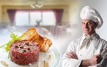 Nabídka pro Český Krumlov! Pouze 119 Kč za vynikající 150g tatarský biftek a 4 topinky! Přijďte navštívit restauraci s domácí atmosférou. Tatarák si můžete připravit sami, nebo Vám jej namíchá šéfkuchař. Neodolatelná sleva 52%!