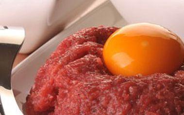 300gramový TATARSKÝ BIFTEK z hovězího masa + 12 topinek pro 2 osoby v restauraci U ŠVANDRLÍKA, Praha