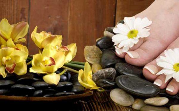 MEDICINÁLNÍ PEDIKÚRA A MANIKÚRA VČETNĚ LAKOVÁNÍ regeneračním, zpevňujícím lakem na nehty za skvělých 299 Kč! Hýčkejte své ruce a nožky s báječnou slevou 54%!