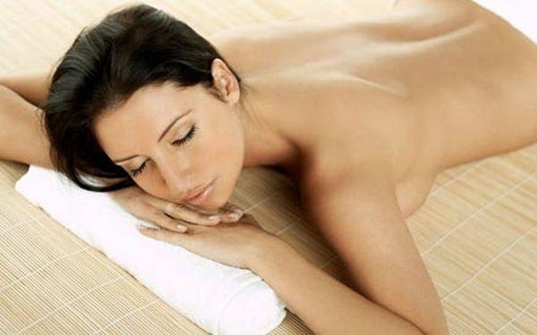 Balneoterapie s masáží obličeje. Léčebné lázeňské procedury s blahodárnými účinky nejen na pohybový aparát.