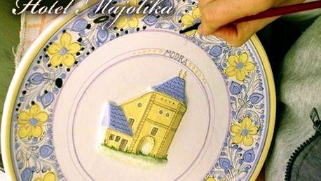 Minikurz maľovania na prežahovú keramiku a prehliadka múzea pre 2 osoby v Hoteli Majolika**** v Modre so zľavou 55%! Venujte partnerovi originálny darček!