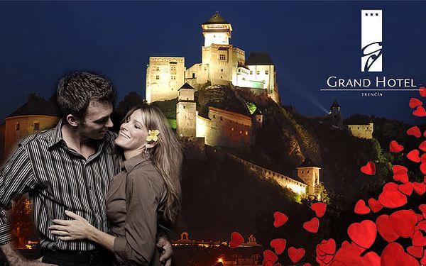 Romantický pobyt na 1 alebo 2 noci s raňajkami, večerou, flašou sektu, jahodami v čokoláde a voľným vstupom do wellness priamo v hoteli Grand ***+ pod Trenčianskym hradom už od 99€.