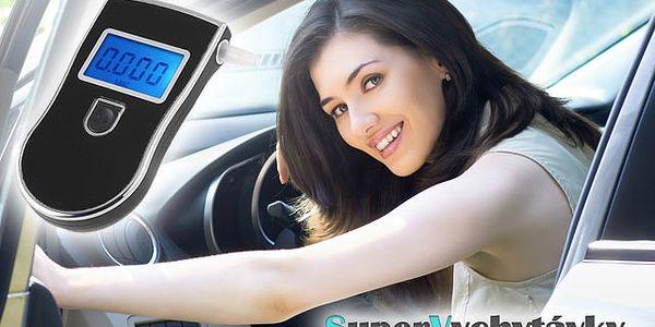 Už viac nemajte obavy z cestných kontrol a sadajte za volant bez zbytočného riskovania. Alkoholtester AT-818 za 17,99 € so zľavou 55%.