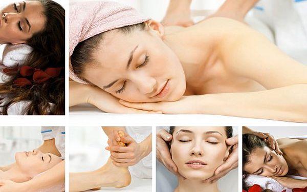 """Havajská masáž zad """"LOMI LOMI"""", indická masáž hlavy a obličeje a akupresurní (reflexní) masáž chodidel a lýtek. Celé 2 hodiny rozmazlování!"""