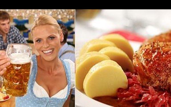 Vychutnej si staročeskou baštu v restauraci Villa Milada v Šáreckém údolí. Máme pro tebe 2kg dozlatova upečené kachny se zelím a knedlíkem jen za 199 Kč, s 65 % slevou.