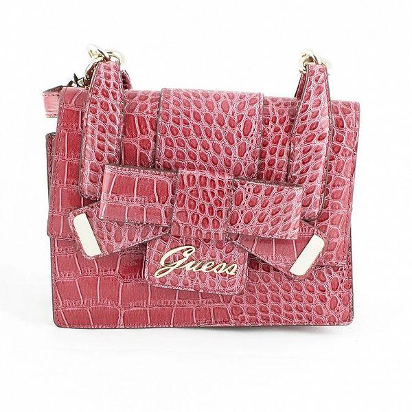 Dámská růžová kabelka Guess v efektu hadí kůže