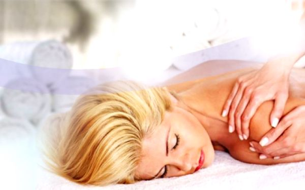 CENOVÁ BOMBA! Jen 149 Kč za báječnou rekondiční, olejovou aromaterapeutickou a relaxační MASÁŽ v jednom! Užijte si 60 minutové rozmazlování s vonnými aromatickými olejíčky se slevou 70%!
