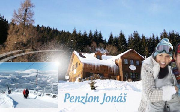 Lyžování v Krkonoších přímo pod Sněžkou se slevou 50%! Ubytování pro DVA na 3 DNY NEBO pro 1 osobu na 7 DNÍ včetně POLOPENZE v krásném horském penzionu Jonáš v Malé Úpě již od 1 679 Kč! Horký welcome drink v ceně!