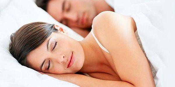 Polštář a přikrývka z dutého vlákna. Dopřejte si klidného spánku díky sadě vhodné i pro alergiky.
