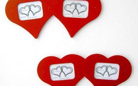 Ideální dárek k svátku zamilovaných! RÁMEČEK NA FOTOGRAFIE ve tvaru spojených srdcí, pro 2 formáty fotografií