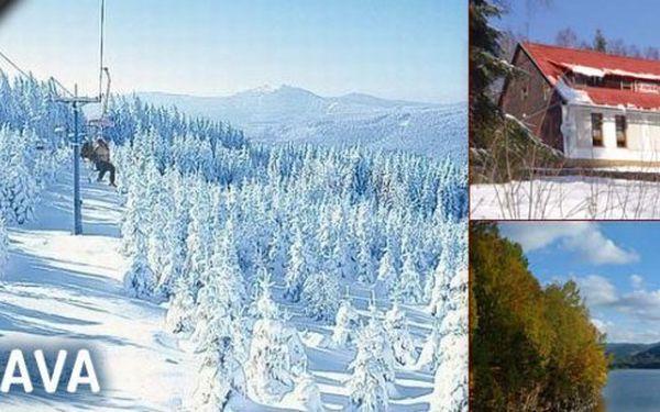 Zima na Šumavě s kuponem za 289 Kč! Pobyt pro 2 osoby na 3 dny s polopenzí v horské Chatě na Papírně v krásném údolí řeky Úhlavy obklopené šumavskými hvozdy v blízkosti lyžařských areálů a běžeckých stop.