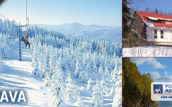 Zima na Šumavě za 1099 Kč! Pobyt pro 2 osoby na 3 dny s polopenzí v horské Chatě na Papírně v krásném údolí řeky Úhlavy obklopené šumavskými hvozdy v blízkosti lyžařských areálů a běžeckých stop.