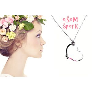 Vyjadrite svoju lásku krásnym šperkom - ručne vyrábané strieborné srdiečko s retiazkou vykladané Swarovski zirkónmi v 7 farebných odtieňoch so zľavou 45%!