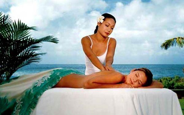 Luxusní 60minutová Havajská masáž – kombinace relaxační masáže, havajských hmatů a masáže lávovými kameny za 369 Kč.