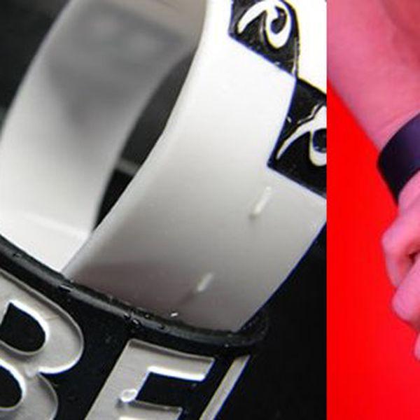 Jen 139 Kč za dva atypické silikonové náramky značky D.B. Original včetně poštovného!Udělej radost svým přátelům a sobě darováním originálního modního doplňku, který ti vždy připomene, že máš věřit SÁM SOBĚ. Dva atypické silikonové náramky značky D.B. Original