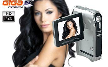 Kompaktná HD kamera, ktorú možno použiť ako digitálny fotoaparát s bleskom, diktafón či webovú kameru! 2,4-palcový otočný LCD displej, Li-Ion batéria a možnosť kapacity až do 32 GB!