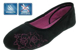 Dámske čierne voňavé papuče Beppi s ružovou výšivkou
