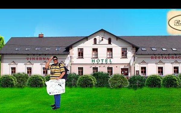 1399 Kč za pohádkový VÍKEND vJESENÍKÁCH, s ubytováním na 3 dny vhotelu U Jelena vMikulovicích včetně bohaté POLOPENZE pro DVA + BONUSY vpodobě slev na sjezdovky, wellness i lázně! Platnost až do konce června!