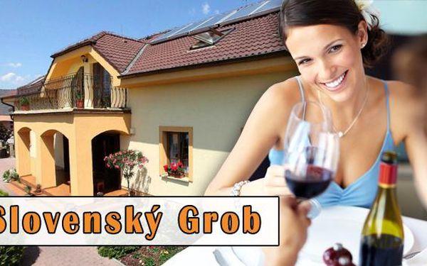 Slovenský Grob s poukazem na večeři dle vlastního výběru. Poukaz na večeři pro dva dle vlastního výběru a láhev vína na pokoj v nádherném penzionu Grobský Dvor jen 20 km od Bratislavy s vyhlášenými husími specialitami.
