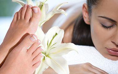 Luxus pre vaše nohy! Wellness pedikúra spojená s premasírovaním chodidiel a predkolenia od BEAUTY CLINIC so zľavou až 70%!