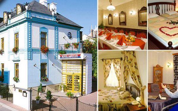 Pobyt pro 2 osoby v luxusním 4* hotelu LAFAYETTE Olomouc s bohatými snídaněmi, konzumací v restauraci a Olomouc region Card. ZDARMA můžete navštívit až 78 nejzajímavějších míst včetně památek UNESCO - hrad Bouzov, Štenberk, zámek Plumlov a mnoho dalšího. Poznejte všechny krásy Olomouckého kraje!