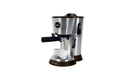 Espresso Zelmer 13Z014 s odnímatelnou koncovkou pro napěnění mléka.