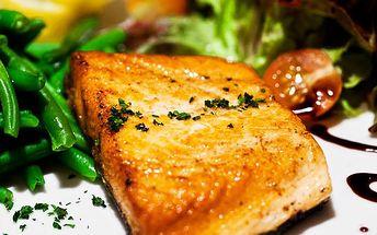 Zažeňte hlad grilovanými rybími špecialitami alebo osvedčenými klasikami s prílohou už od 2,95€. Losos, pstruh, makrela a heik, prípadne černohorský rezeň, smažený syr alebo gordon blue so zľavou až 63%.