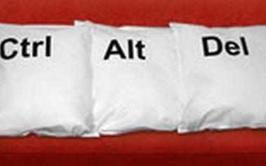 Sada tří luxusních polštářů Ctrl + Alt + Del. Ideální pro restart na vaší pohovce.