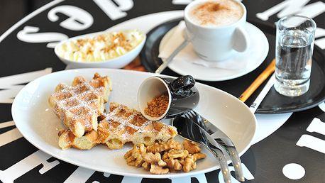 Nechajte sa uniesť neodolateľnou a zároveň typickou vôňou sladkého karamelu s príchuťou orieškov alebo mandlí. Belgická wafla so šľahačkou, krokantom a kávičkou Capuccino Nespresso len za 3,99 €.