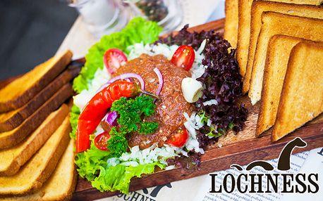 9,95 € za 380 gramový Lochnes tatarský biftek z pravej hovädzej sviečkovice a k tomu hrianky a bohatá obloha pre dvoch.