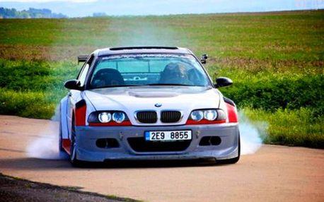 Adrenalinový dvojboj ve driftu