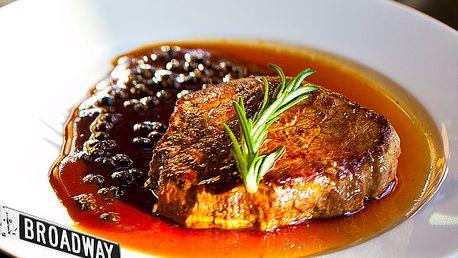 Vychutnajte si poriadny hovädzí steak z pravej sviečkovice, kvalitne pripravený na peper alebo dubákovej omáčke, s hranolkami alebo pečenými zemiakmi s rozmarínom za skvelú cenu 6,20 € v centre mesta.