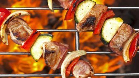 Maso 3 druhů ve středověké restauraci!