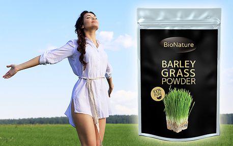 Namiešajte si zdravý osviežujúci nápoj z mladého zeleného jačmeňa. Mladý jačmeň obsahuje obrovské množstvo prírodných antioxidantov, posilňuje imunitu, má významné protizápalové účinky a je vysoko účinný pri detoxikácii organizmu.