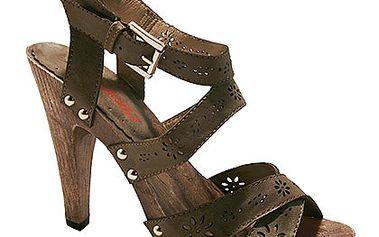 Děrované čokoládové sandálky s kytičkami