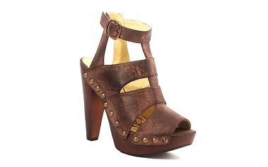 Nýtované sandálky