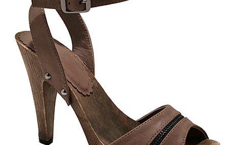 Vysoké sandálky v čokoládové barvě
