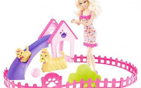 Barbie a štěňátka. Velké štěně dokáže vylézt na klouzačku, sjet dolů a hrát