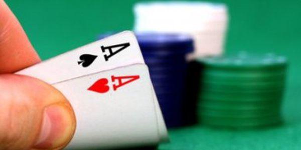 Zahrajte si doma poker s přáteli! Tato pokerová sada obsahuje 500 ks žetonů!